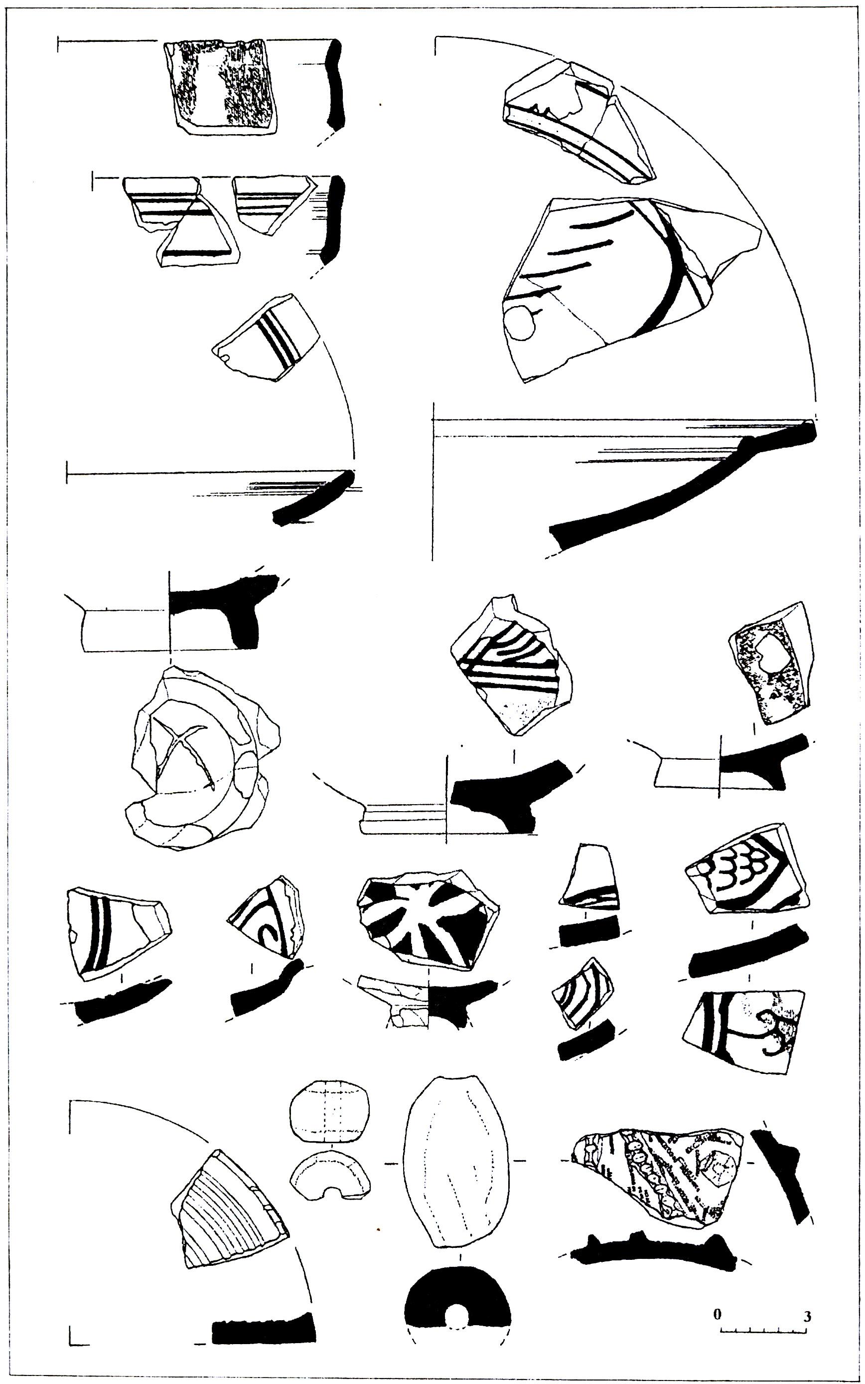 Рис. 4. Керамические находки (фрагменты поливной и неполивной посуды XIV-XV вв., прясло и грузило) с поселения на юго-западном «плече» Аю-Дага.