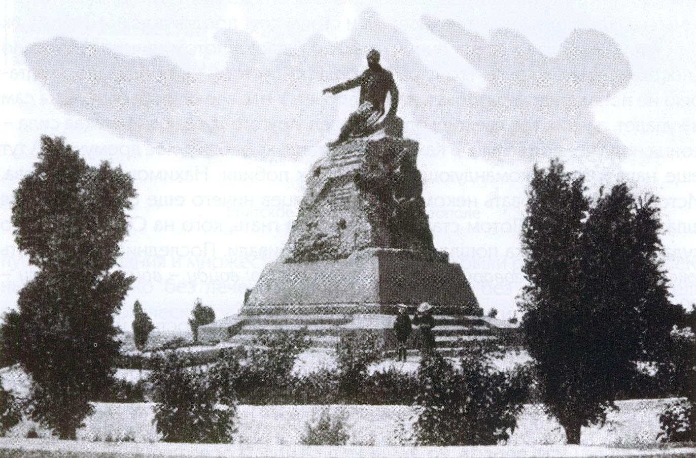 Памятник Корнилову в Севастополе