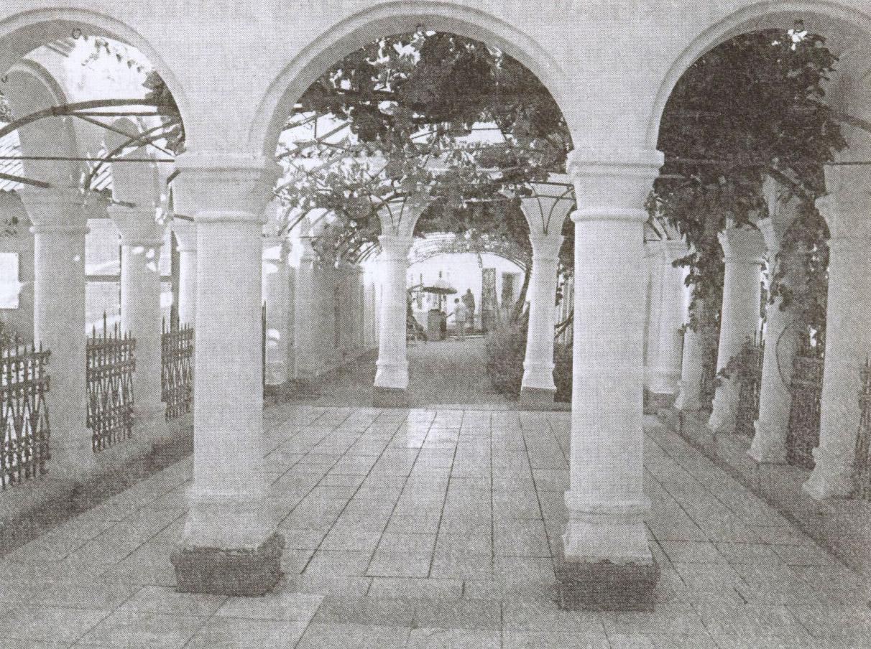 Виноградный и Мраморный дворики даже в жару дарят посетителям свежесть и прохладу