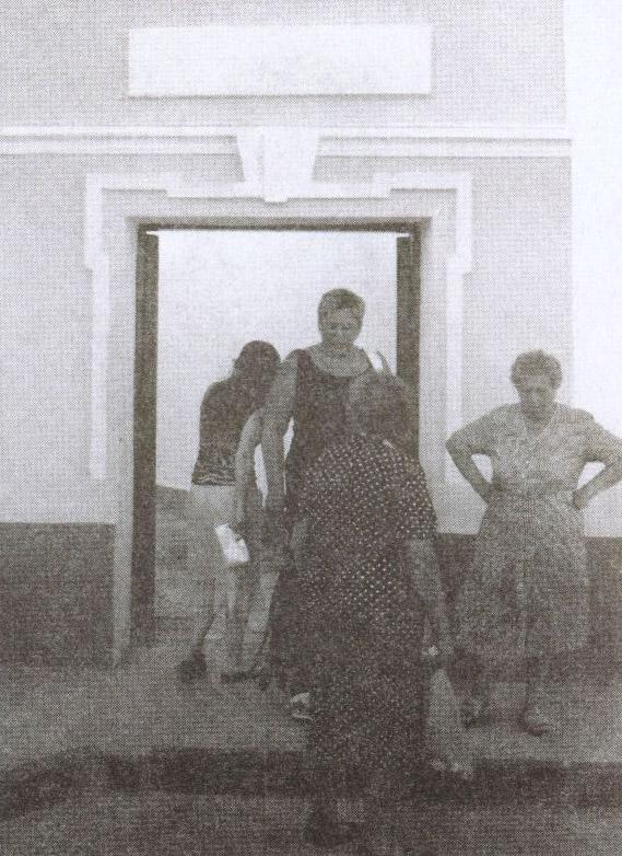 Вход в кафе «Караман» — справа от портала главного входа в комплекс кенас