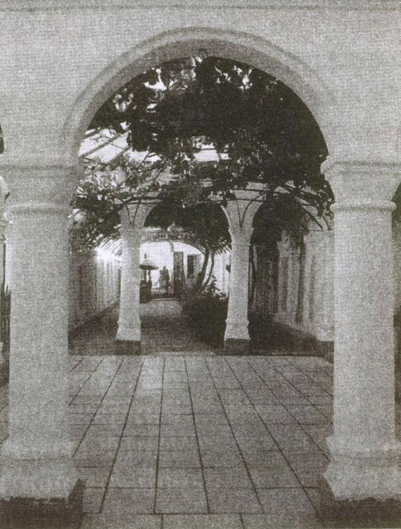 Мицкевич побывал в этом уютном дворике комплекса кенас