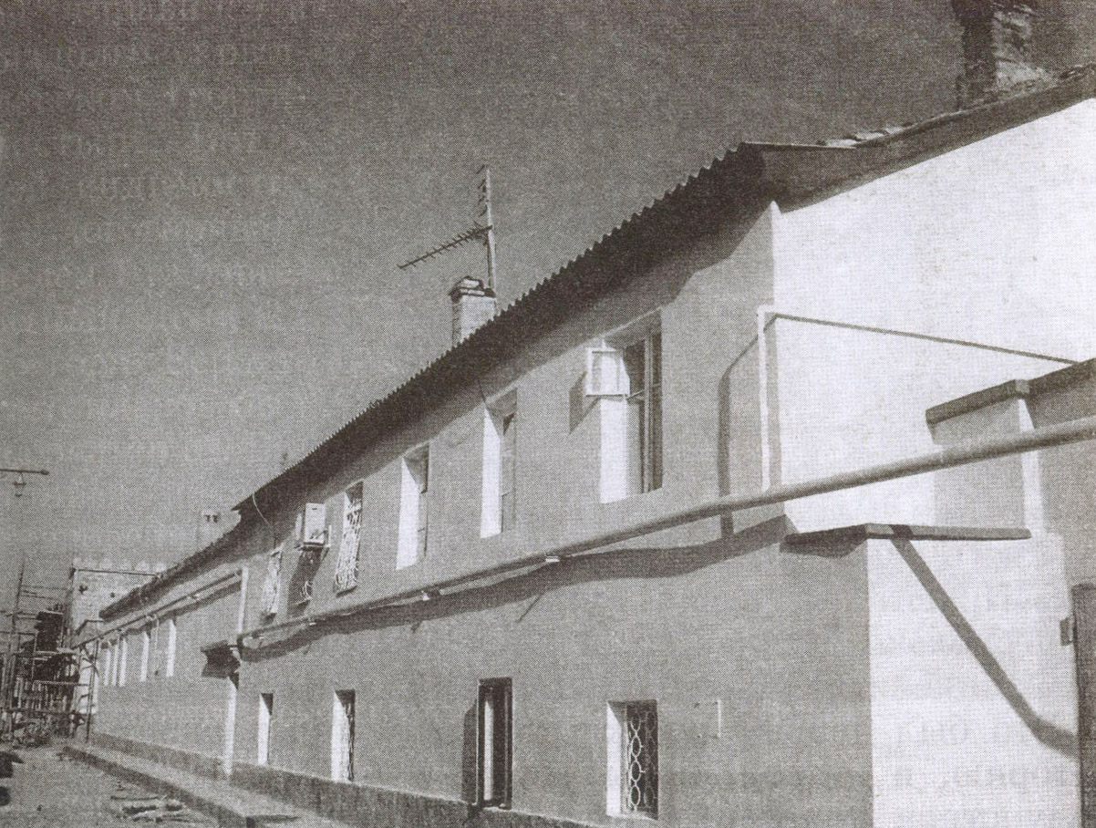 На фасаде дома Бабовича в 2002 году установлена мемориальная доска в честь пребывания здесь Адама Мицкевича
