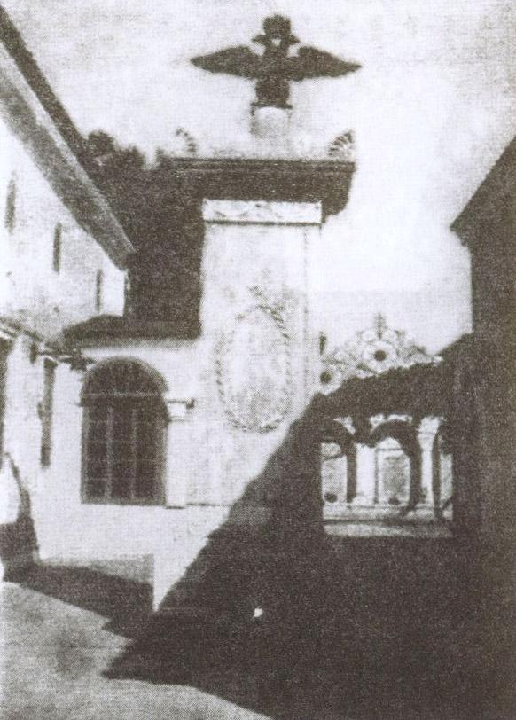 Памятник императору Александру I с бронзовым навершием в виде двуглавого орла. С открытки начала XX века