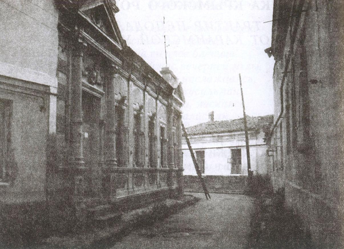 Улочка в квартале, прилегающем к Караимской