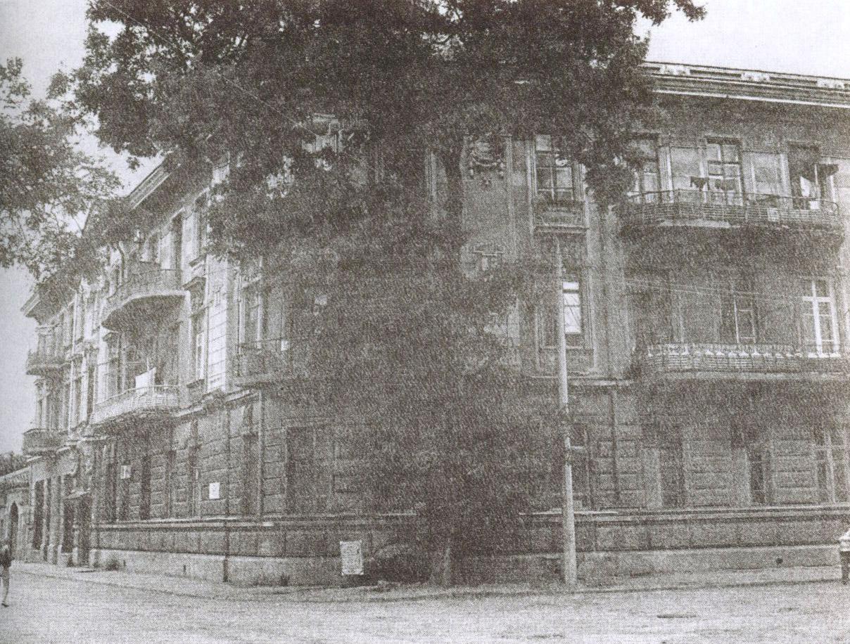 Доходный дом С. Дувана на углу улицы Тучина и Лётного переулка. Вид от Николаевского собора