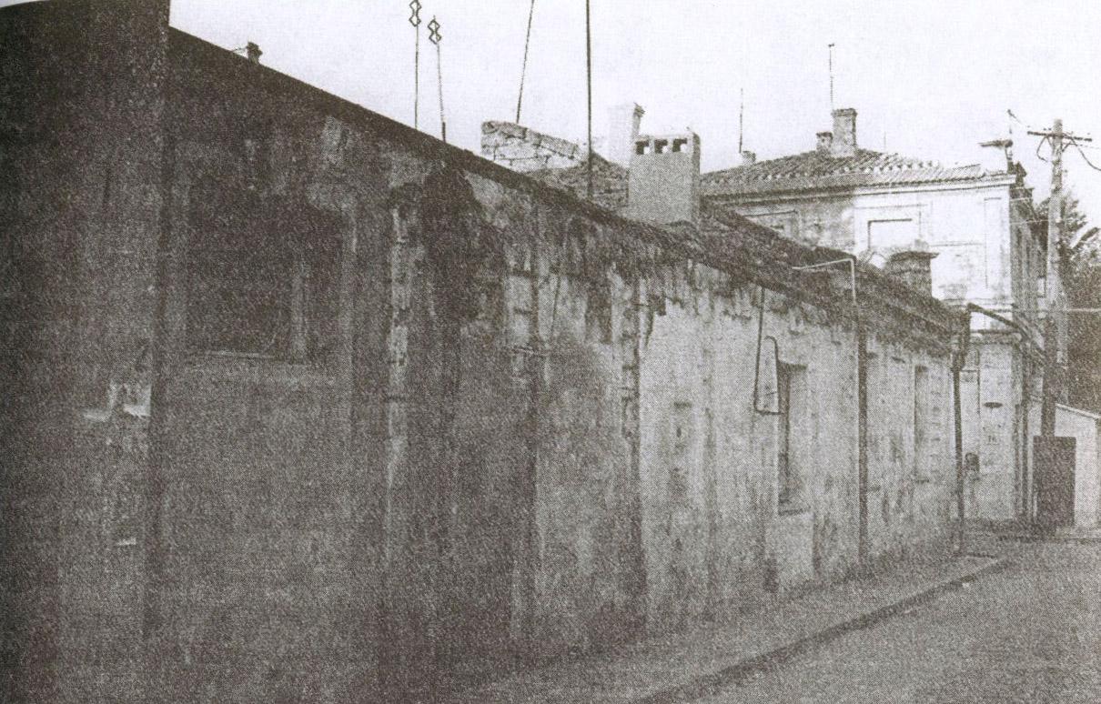 Мимо этих домишек, до сих пор стоящих   на улице Караимской, проезжал Николай II, следуя к Главной синагоге