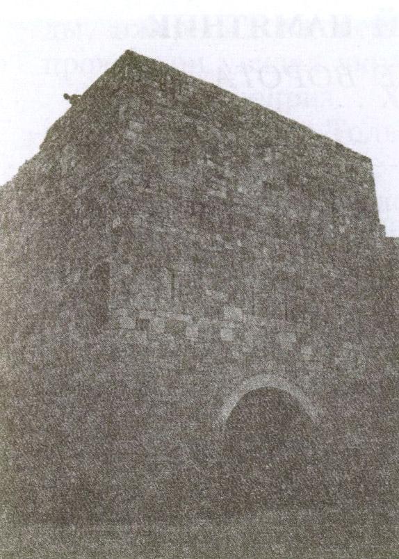 Высокие Крепостные ворота — единственное напоминание о 8-метровой стене, когда-то окружавшей средневековый Гезлёв