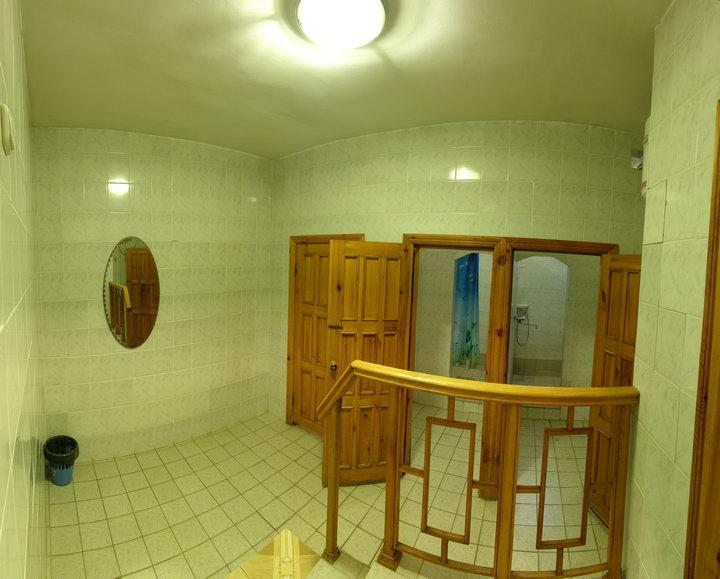 Общий душ для номеров с частичными удобствами